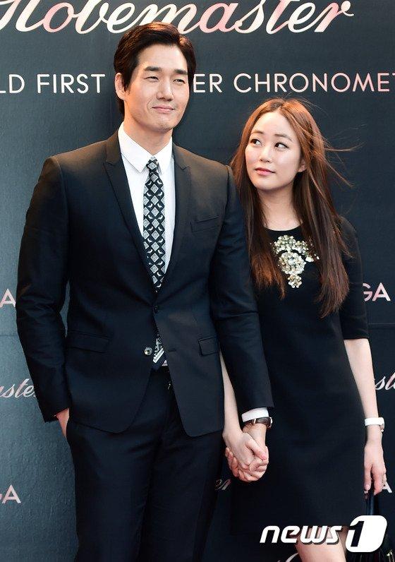 Vợ chồng Kim Hyo JIn và Yoo Ji Tae.