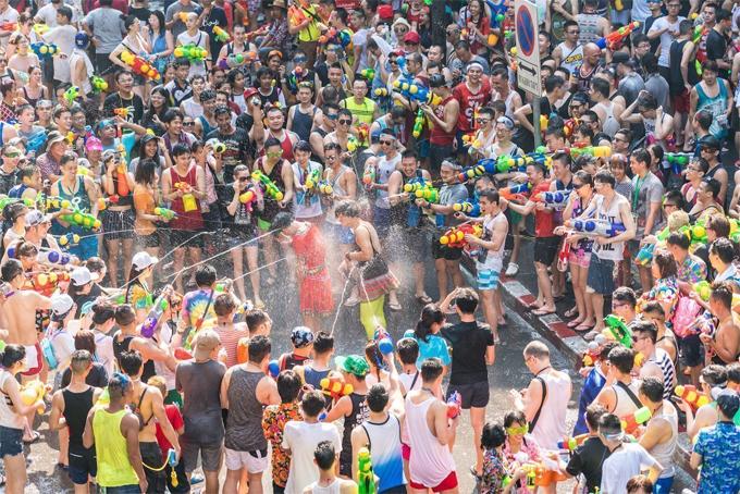 Lễ hội Té nước ở Thái Lan. Ảnh:Matador