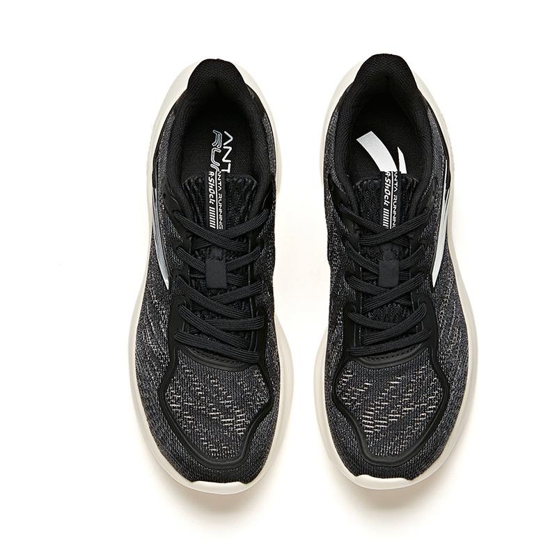 Giày chạy thể thao nữ Anta 822035555-1 có giá giảm đến phân nửa chỉ còn 689.000 đồng (giá gốc 1,419 triệu đồng). Công nghệ đế giày A-Shock Lite với bề mặt đế lớn, trải rộng ra phía sau và hai bên. Eo giày dày và cao, giúp phân tán lực tác động vào đế giày, giảm thiểu tác động lên chân. Chất liệu đế có tính đàn hồi cao, mang lại hiệu suất bật và đàn hồi. Họa tiết lưới Jaka, hoa văn đơn giản, màu sắc trẻ trung, dễ phối với nhiều kiểu trang phục.