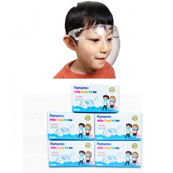 Combo an tâm đến lớp bao gồm Kính chống giọt bắn Asia + 5 hộp khẩu trang y tế Famapro Max Kid xuất khẩu 270.000đ (- 40 %) gồm 1 kính chống giọt bắn thương hiệu Asia và 5 hộp khẩu trang kháng khuẩn 3 lớp FAMAPRO MAX KID (50 CÁI/HỘP)  Bộ sản phẩm đáp ứng phục vụ an toàn cho hoạt dộng vui chơi và giao tiếp ngoài trời của trẻ em. Đặc biệt, sau thời gian dài giãn cách, các bé chuẩn bị đến trường. Bố mẹ cần tìm loại khẩu trang và đồ bảo hộ phù hợp vừa an toàn, vừa không gây ngộp thở, khó chịu cho bé lại nhiều màu sắc và họa tiết ngộ nghĩnh đáng yêu.