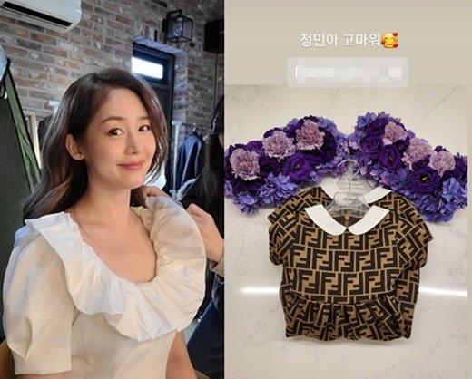 Sung Yuri khoe váy áo của cặp song sinh sắp chào đời.