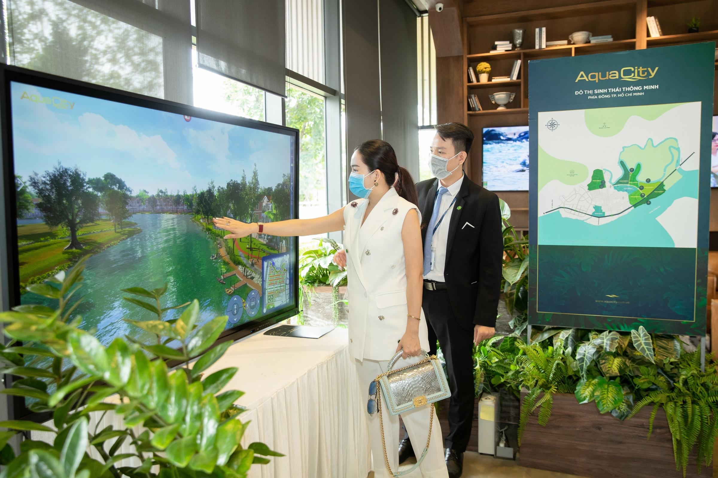 Bà xã của Bình Minh đánh giá cao không gian sống và tiềm năng của Aqua City trong chuyến tham quan giữa năm ngoái. Ảnh: Nhân vật cung cấp