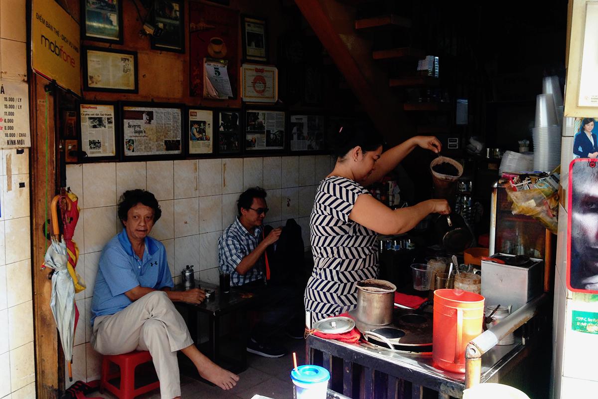 Cà phê vợt Phan Đình Phùng. Ảnh: VnExpress