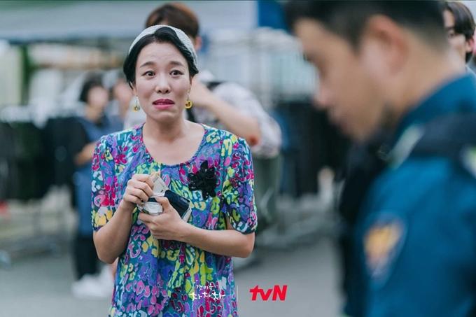 Cha Chung Hwa là cây hài của phim Hometown Cha-Cha-Cha. Ảnh: tvN