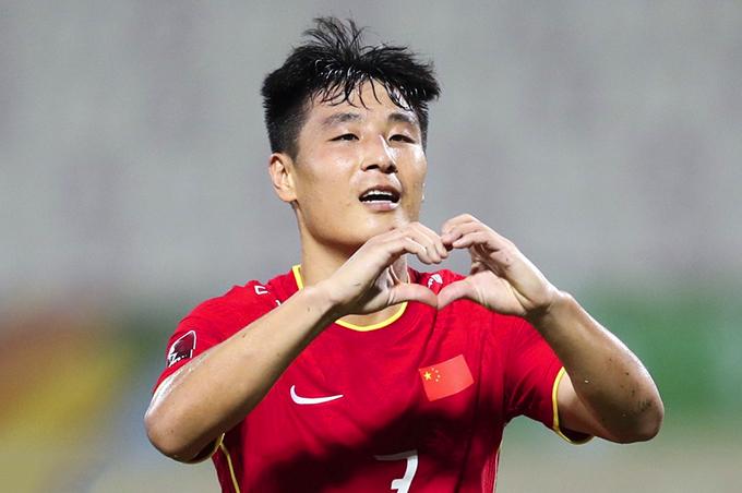 Wu Lei mừng bàn thắng