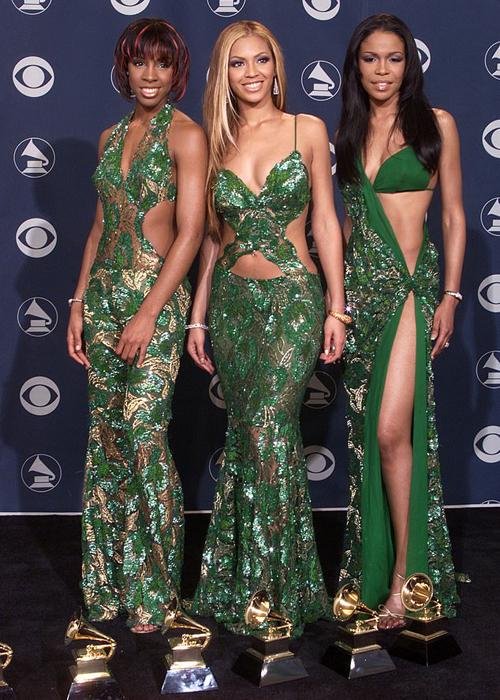 Trang phục hở bạo, đặc biệt là những thiết kế xẻ sâu đến hông, từng là kiểu đồ đặc trưng của sao ngoại những năm 2000. Brenda Gabriel