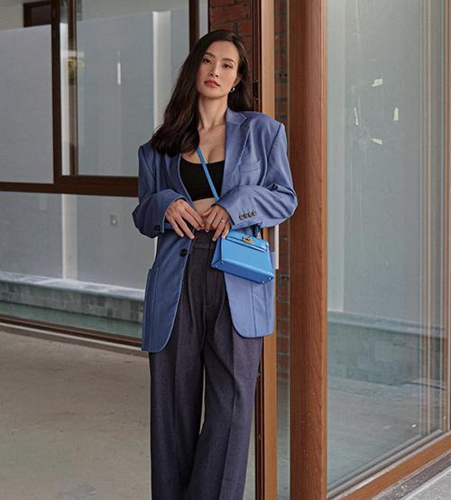 Cách sử dụng áo blazer của Đông Nhi phù hợp với buổi dạo phố, đi mua sắm và hẹn hò bạn bè.