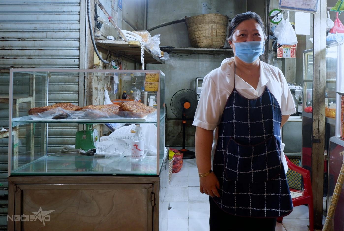 Cô Ánh, chủ quầy heo quay trong chợ Bến Thành.