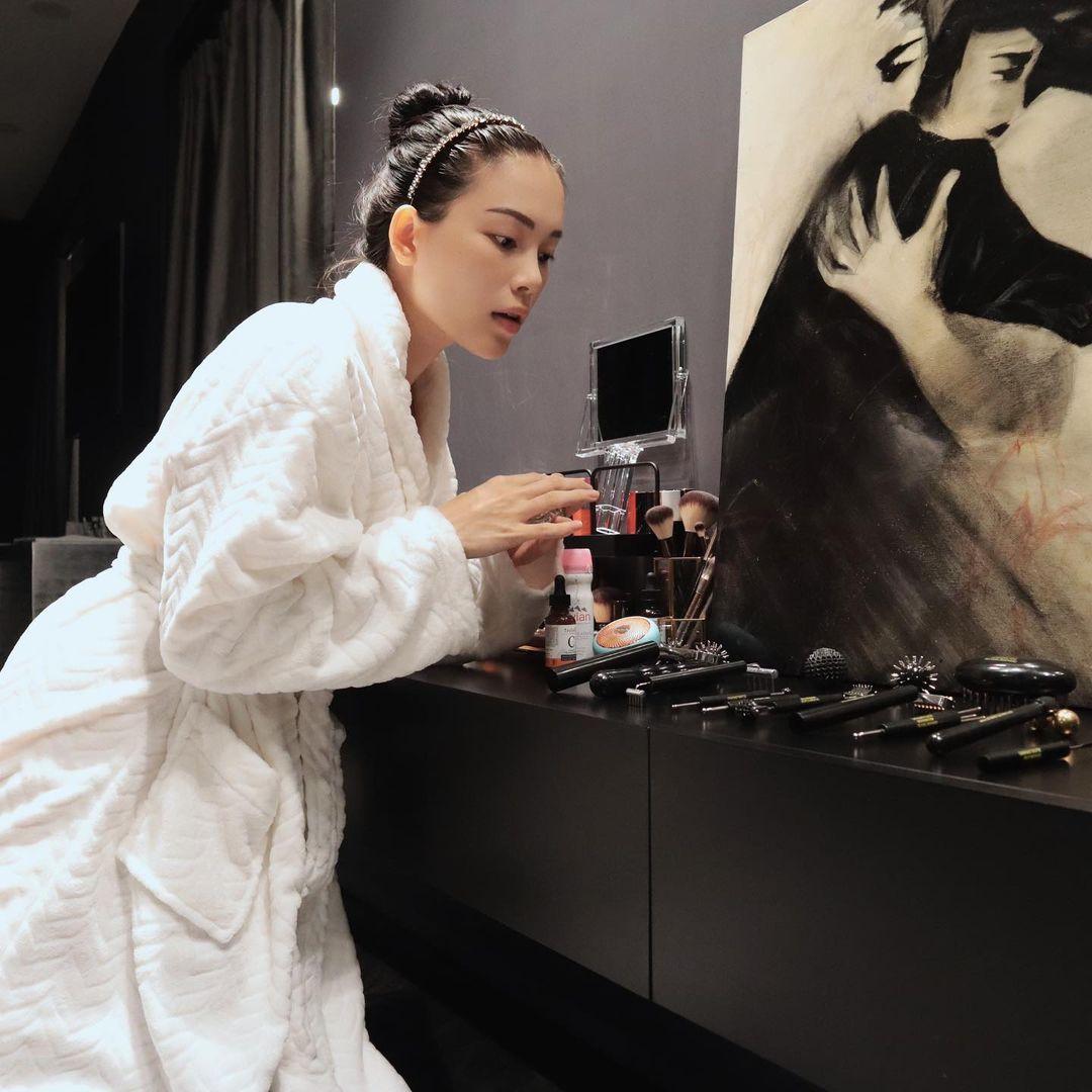 Linh Rin dành nhiều thời gian cho việc chăm sóc cho cả da mặt lẫn da body.