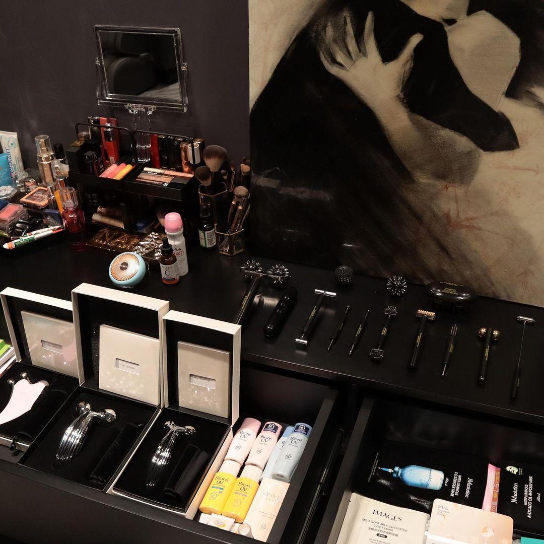 Bộ sưu tập mỹ phẩm, dụng cụ skincare của Linh Rin.