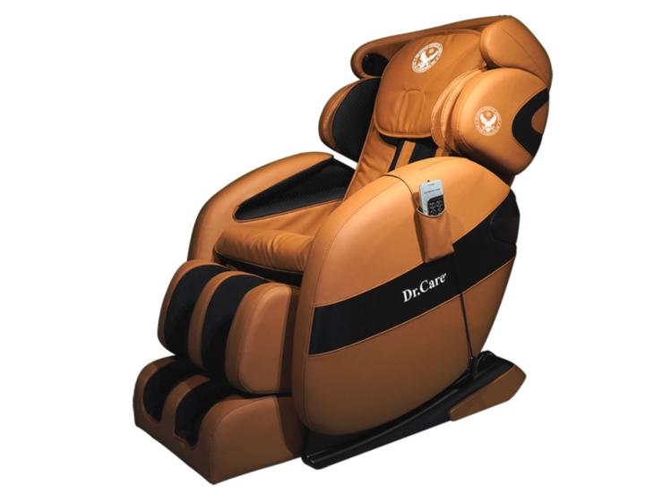 Ghế massage Dr.Care Xreal MC912khối lượng 108 kg, kích thước 175 x 75 x 87 (cm) cũng thiết kế theo mẫu ghế dành cho phi hành gia, cung cấp chế độ massage 4 chiều, trang bị hệ thống con lăn, túi khí xoa bóp, đấm bóp di chuyển từ đỉnh đầu đến bên dưới vùng mông đùi theo hình chữ L và bấm huyệt lòng bàn chân. Ngoài massage, ghế có chức năng xông nóng kiểu spa lan tỏa toàn thân. Ghế kết nối không dây với dàn âm thanh Hi-fi giúp nâng cao khả năng thư giãn. Các chế độ massage có thể điều khiển bằng remote hoặc qua app trên điện thoại với phiên bản tiếng Việt. Sản phẩm có giá 84 triệu đồng, giảm 50% còn 42 triệu đồng.
