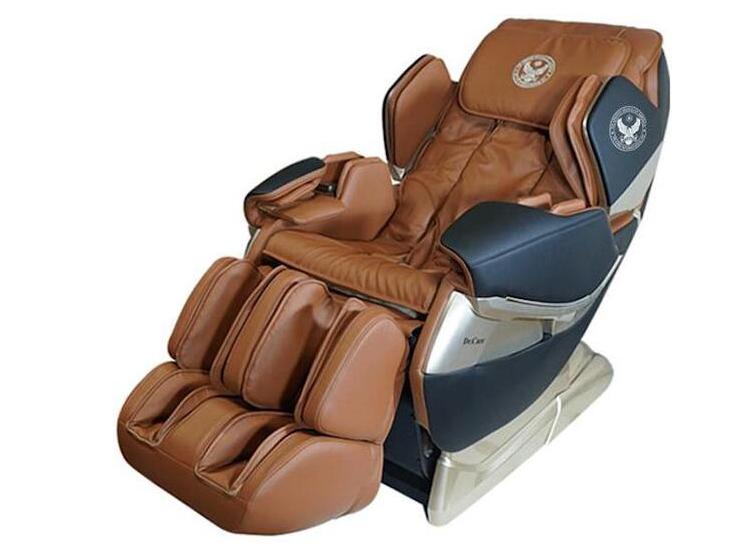 Ghế massage Dr.Care Atoz MC819có kích thước 142 x 77,5 x 90 (cm); thiết kế dựa theo mẫu ghế trên tàu vũ trụ, dành cho phi hành gia, nâng niu ôm trọn cơ thể người dùng trong lòng ghế. Ghế cung cấp chế độ massage hình chữ L, tỉ mỉ từng chi tiết trên cơ thể bạn. Hệ thống massage di chuyển từ đỉnh đầu đến vùng mông đùi. Ghế còn có chức năng kéo giãn căng cơ toàn thân, giải phóng những nhức mỏi tích tụ. Chức năng massage kết hợp xông nóng phần lưng giúp lưu thông máu dễ dàng hơn, giảm đau nhức gáy cổ nhanh chóng. Sản phẩm giảm 34% còn 52 triệu đồng.