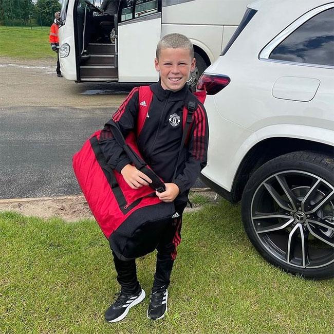 Cậu nhóc có nụ cười tươi tắn này là con của một cựu danh thủ MU. Bố của cậu là C. Ronaldo, Rooney hay Ibrahimovic?