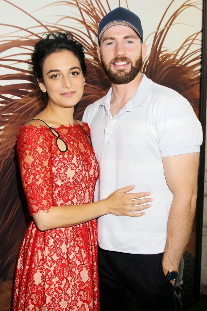 Trong khi quay phim Gifted năm 2016, Chris Evans phải lòng bạn diễn Jenny Slate. Hai người chia tay sau gần một năm gắn bó vì lịch trình bận rộn. Sau đó cặp sao tái hợp vào tháng 11/2017 và hẹn hò thêm 5 tháng. Jenny hiện đã đính hôn với họa sĩ Ben Shattuck.