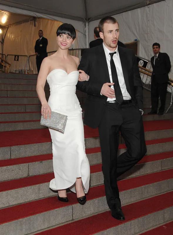 Tháng 5/2007, Chris khoác tay Christina Ricci rời Met Gala. Hai ngôi sao không ngại gây chú ý với hình ảnh tình tứ tại sự kiện này. Nhưng như nhiều mối tình khác của Chris, Christina chỉ là bóng hồng lướt qua cuộc đời anh.