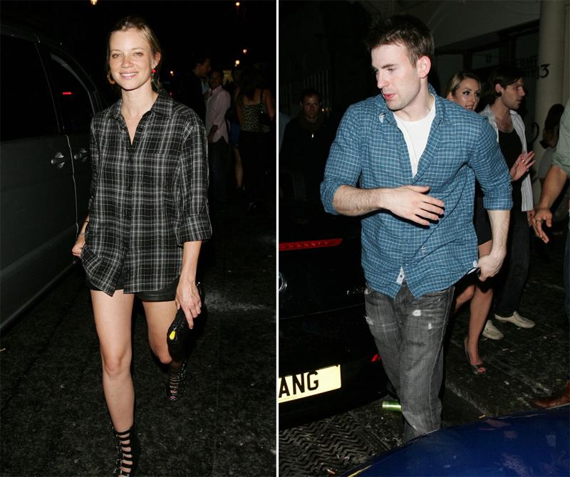 Tháng 8/2010, paparazzi ghi lại hình ảnh Chris Evans rời câu lạc bộ đêm ở London với nữ diễn viên Amy Smart. Tuy nhiên sau đó hai ngôi sao giữ mối quan hệ một cách kín đáo.