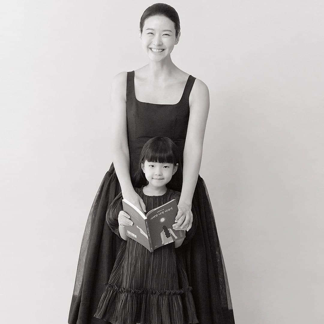 Sung Sun Mi và con.
