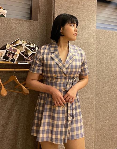 Vóc dáng không chỉ gọn gàng, săn chắc hơn mà còn có đường cong, Soo Bin dễ dàng chinh phục nhiều kiểu đồ trước đây cô không thể mặc vừa. Vlogger 27 tuổi được khen chọn đồ thông minh, giấu nhược điểm rất khéo léo.