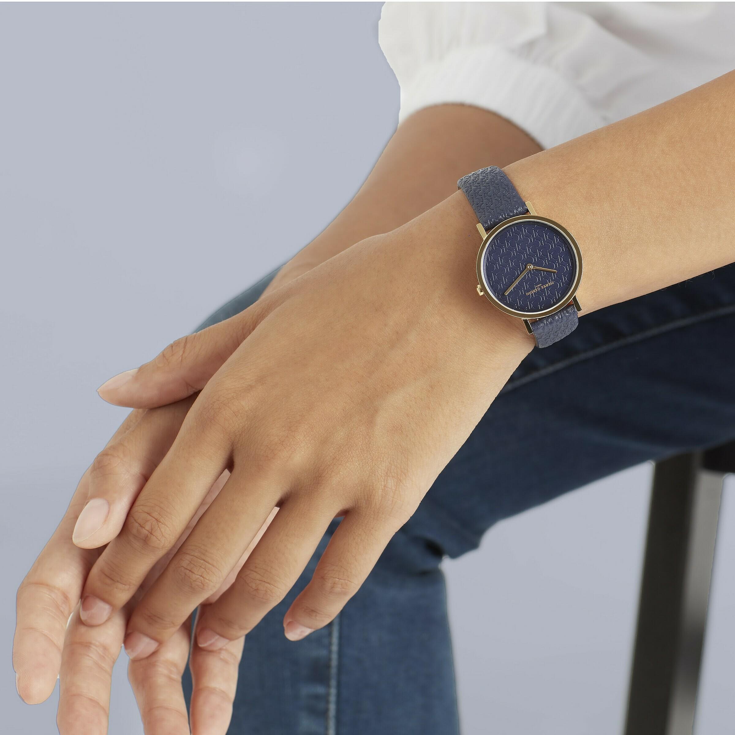 Đồng hồ nữ Pierre Cardin chính hãng CBV.1505 giảm  Thiết kế đẳng cấp, sang trọng- Chất liệu mặt: Kính khoáng- Chất liệu dây: da- Mặt kính cứng chịu lực và chống trầy xước- Kiểu máy Quartz- Thiết kế 2 kim- Đường kính mặt: 31mm- Khả năng chống nước: 3ATM- Khóa cài dễ dàng- Hàng chính hãng 100%, bảo hành toàn cầu 2 năm