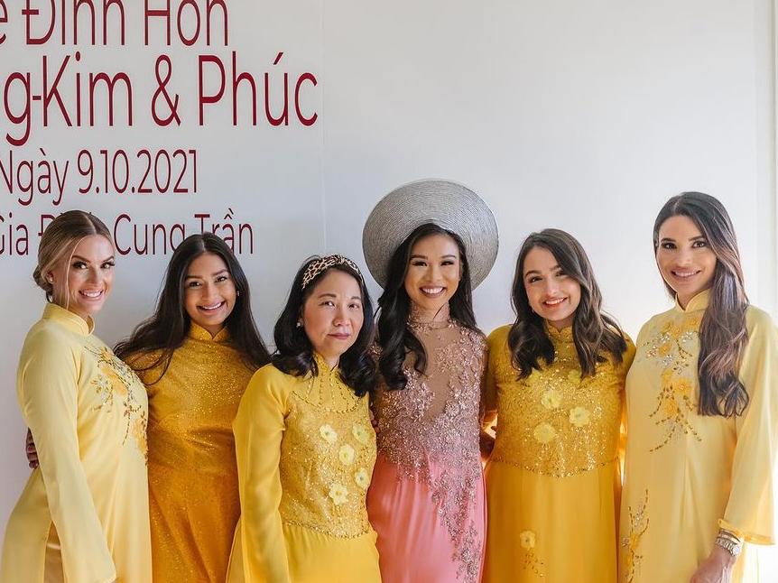Buổi tiệc còn có sự tham gia của người đẹp Ylianna Guerra (phải) - á hậu 1 Hoa hậu Mỹ 2015.