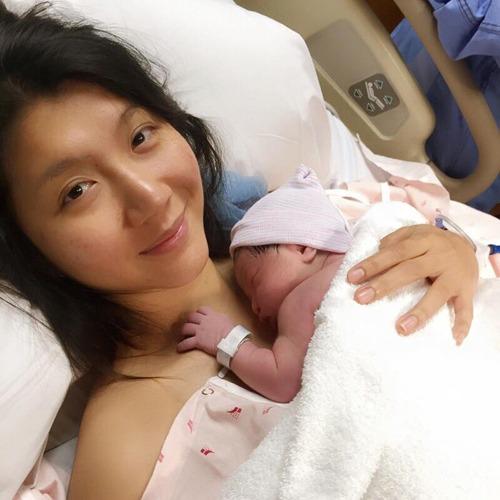 Ngọc Quyên sinh con trai đầu lòng vào lúc 1h24 phút ngày 6/1/2016 tại một bệnh viện ở California. Cậu bé nặng 3,1kg, được đặt tên là Jiraiya Calyton Le.
