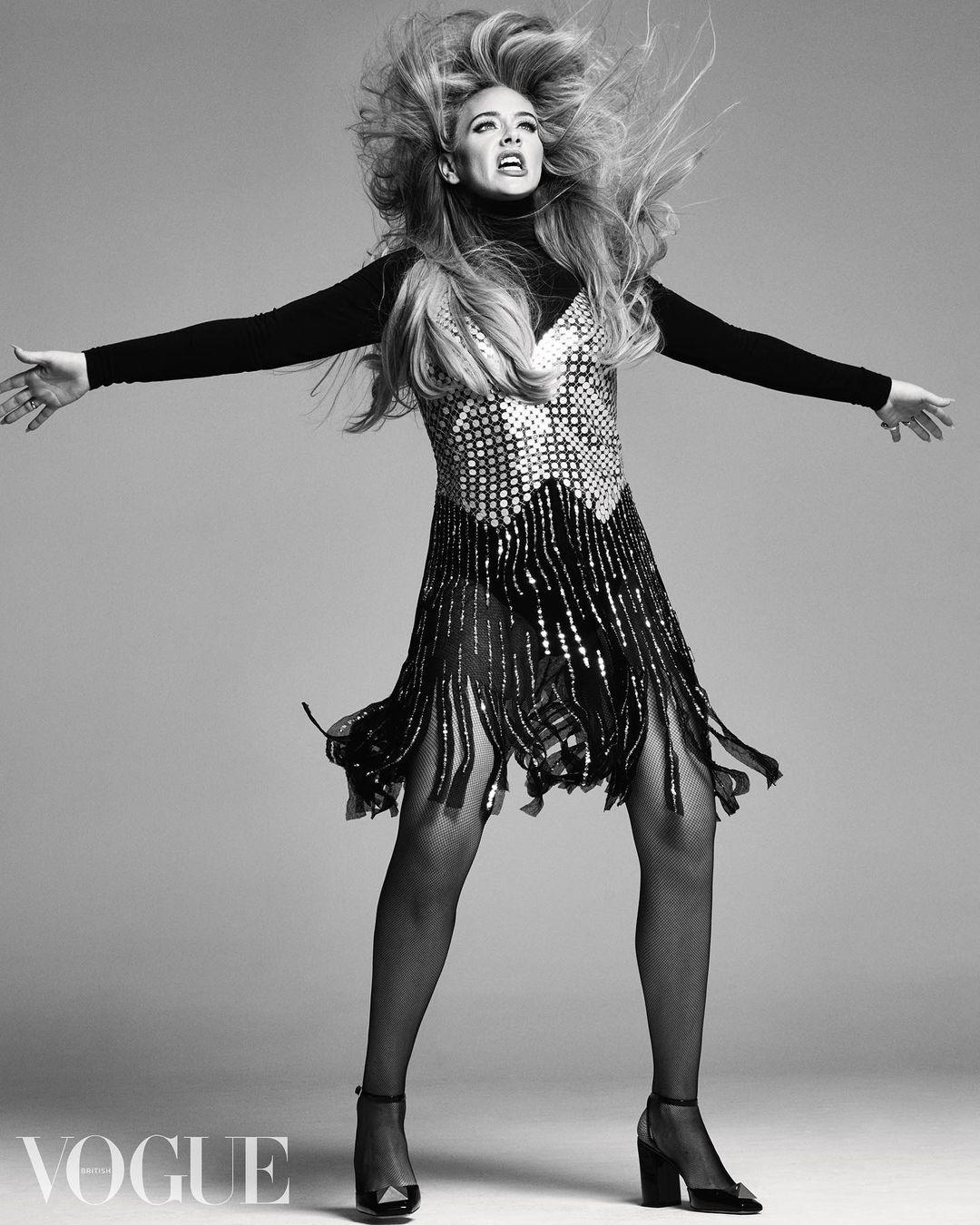 Adele chụp hình cho Vogue Anh số mới nhất.