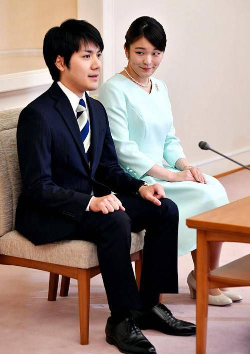 Công chúa Mako và Kei Komuro trong buổi họp báo tuyên bố đính hôn hồi tháng 9/2017. Ảnh: AFP