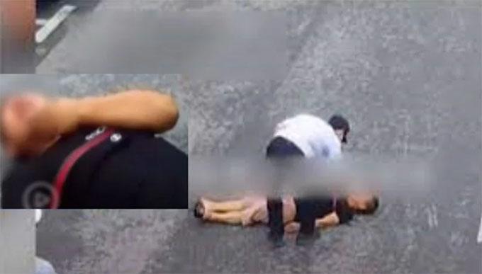 Người đàn ông nằm khóc trên đường phố Côn Sơn, Giang Tô, Trung Quốc hôm 8/10. Ảnh: Weibo