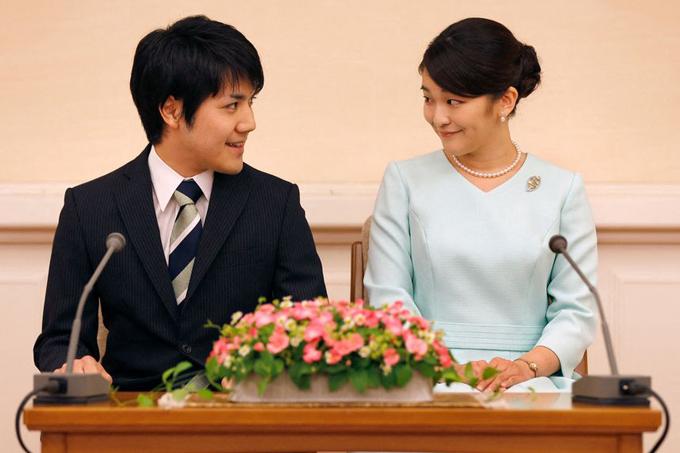 Công chúa Mako và Kei Komuro trong một cuộc họp báo ở Tokyo vào tháng 9/2017. Ảnh: AFP