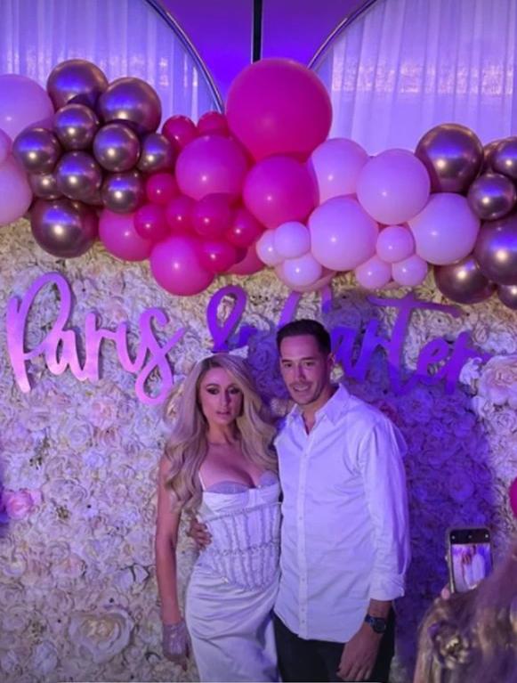 Paris Hilton và hôn phu trong tiệc chia tay thời độc thân. Ảnh: Instagram Courtney Reum