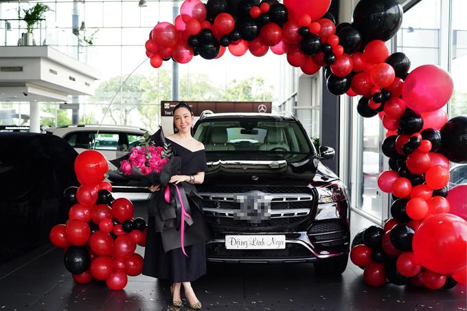 Nghệ sỹ múa Linh Nga nhận xe ô tô mới sau hơn một năm đặt hàng.