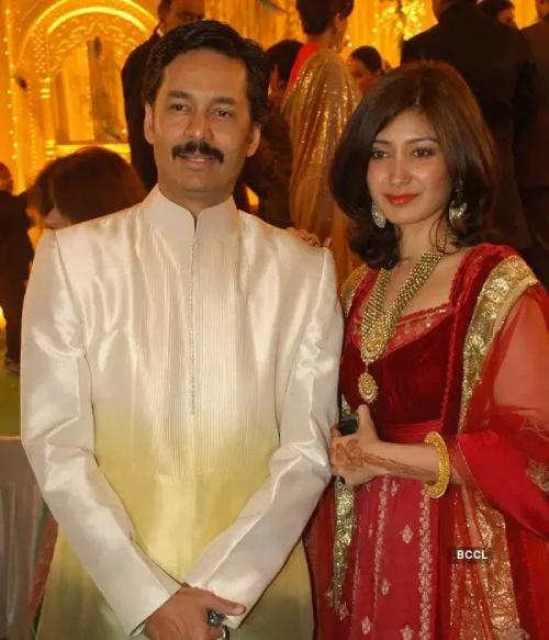 Sushanto Roy bên cô dâu Richa. Ảnh: India Times