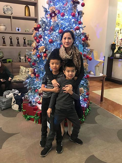 Vợ và hai con trai Huy MC.