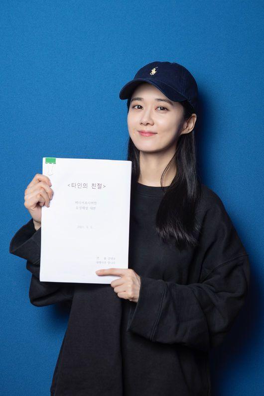 Nhiều fan đánh giá Jang Nara ăn gian tuổi. Độc giả tờ Khan nói cô như tuổi đôi mươi, bất chấp đã bước vào tuổi 40.