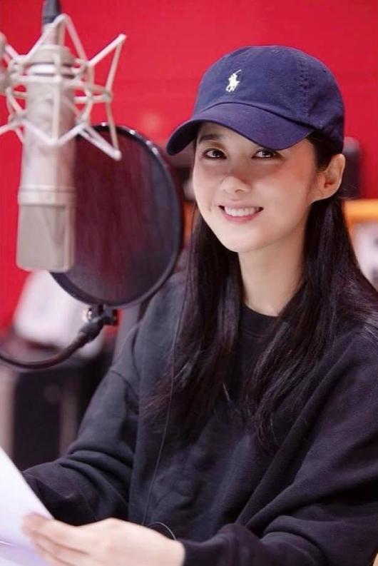 Ở tuổi tứ tuần, Jang Nara là một trong những diễn viên được tôn trọng, yêu mến nhờ nỗ lực hoạt động nghệ thuật, đời tư không scandal. Cô hiện chưa công bố yêu ai. Vài tháng trước, cô xác nhận bố giục giã lên xe hoa vì lo con sẽ lẻ bóng khi lớn tuổi.