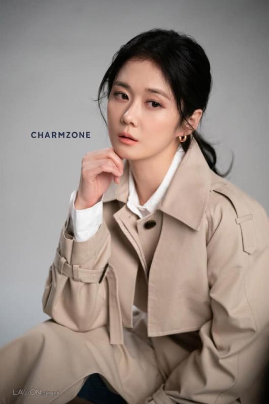 Tháng trước, diễn viên ra mắt bộ ảnh quảng cáo mới với phong cách hiện đại, nữ tính và trưởng thành.
