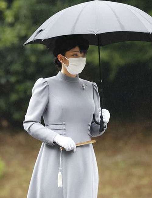 Công chúa Mako thăm lăng mộ Hoàng gia ở ngoại ô Tokyo hôm 12/10. Ảnh: Kyodo