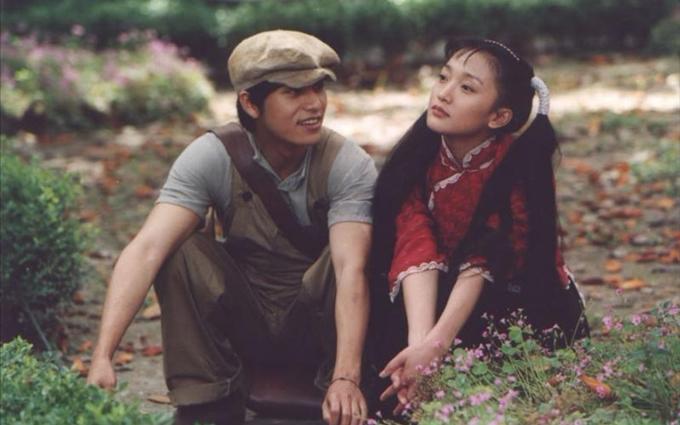 Châu Tấn và Trần Khôn ở hậu trường bộ phim hơn 20 năm trước. Ảnh: Bilibili