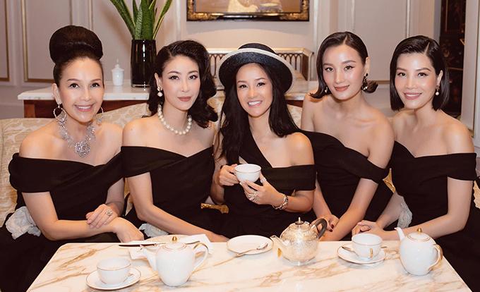 Diễm My, Hà Kiều Anh, Hồng Nhung, Lê Thúy và Vũ Cẩm Nhung là chị em thân thiết trong làng giải trí.