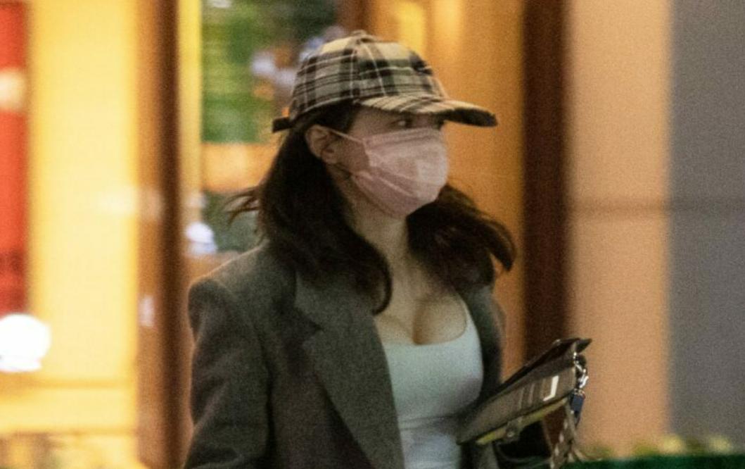Hasegawa Kyoko gần đây ra phố với phong cách sexy.