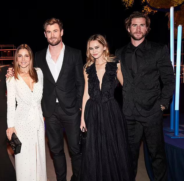Liam đưa bạn gái đi sự kiện cùng vợ chồng anh trai hồi đầu năm nay. Cả gia đình Hemsworth đều quý mến Gabriella Brooks.