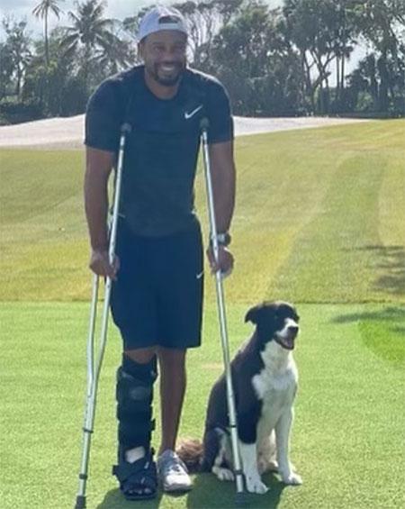 Tiger Woods chống nạng, chân phải băng bó hai tháng sau tai nạn. Ảnh: Instagram Tiger Woods
