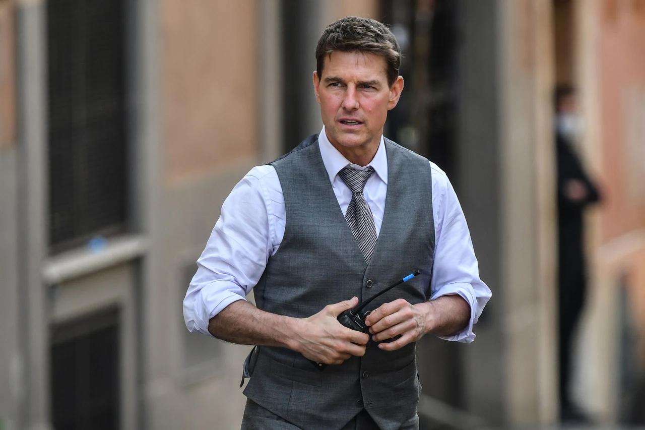 Tom Cruise trên trường quay Nhiệm vụ bất khả thi tháng 10/2020. Ảnh: AFP