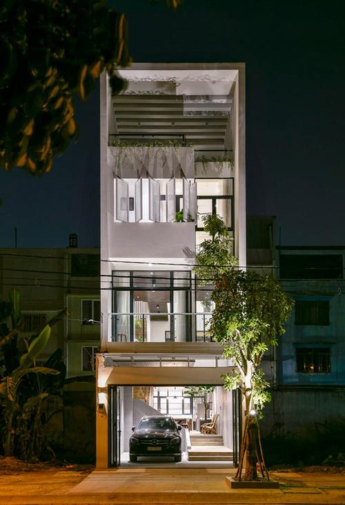 Công trình tên Connect house (tạm dịch: Ngôi nhà kết nối) có diện tích xây dựng 100 m2, được hoàn thiện năm 2018 bởi nhóm kiến trúc sư (KTS) của Story Architecture.