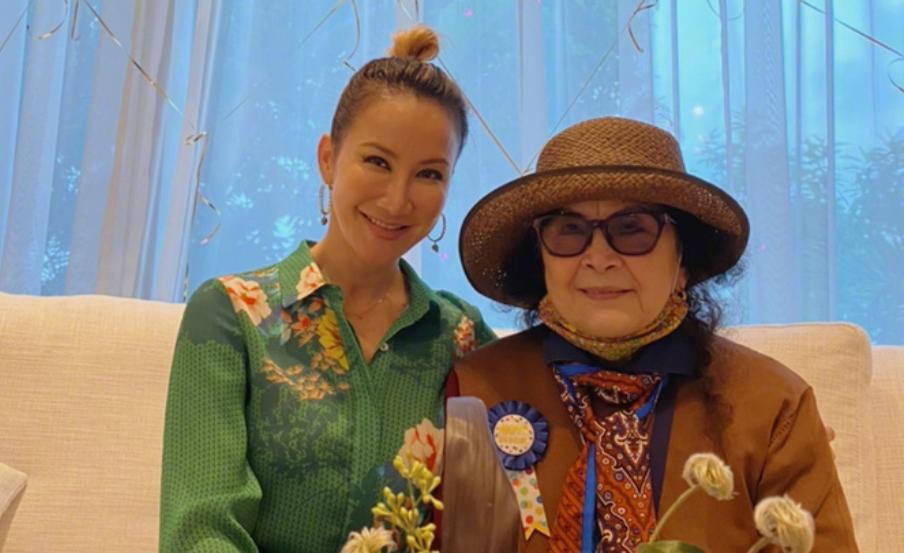 Coco Lee và mẹ.