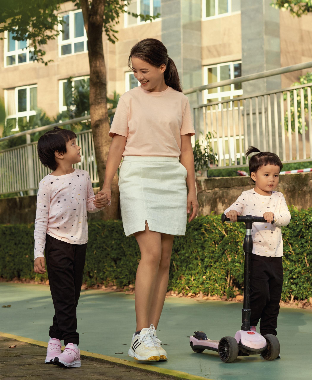 Ngoài nhu yếu phẩm, MC Minh Trang chú trọng những món đồ thời trang có phong cách tối giản, trong đó có thương hiệu Canifa.