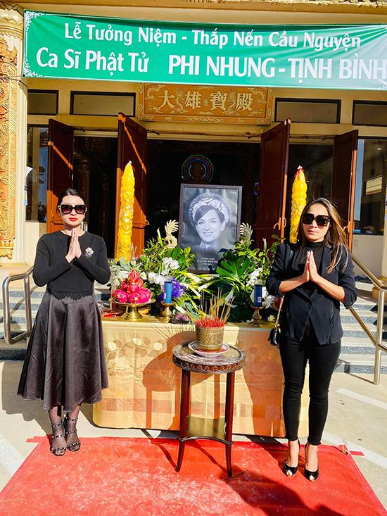 Hồng Ngọc bay từ Dallas (Texas) sang California để dự lễ viếng. Phi Nhung từng hứa sẽ về Mỹ đúng sinh nhật cô nhưng không thể thực hiện được vì muốn hoàn thành việc thiện nguyện ở Việt Nam.