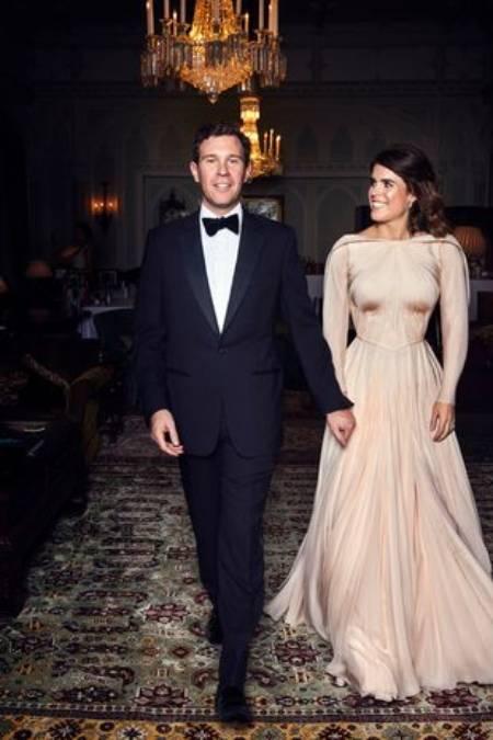 Eugenie nhìn chồng cười rạng rỡ ở tiệc tối ngày cưới 3 năm trước. Ảnh: PA