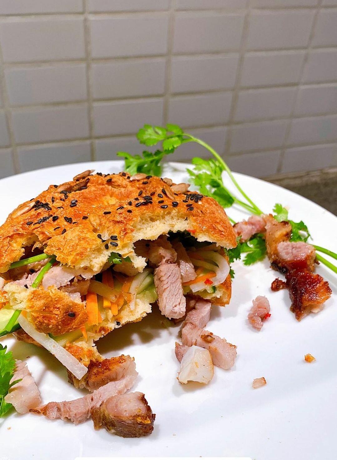 Món thịt heo quay giòn bì của Tăng Thanh Hà - 4