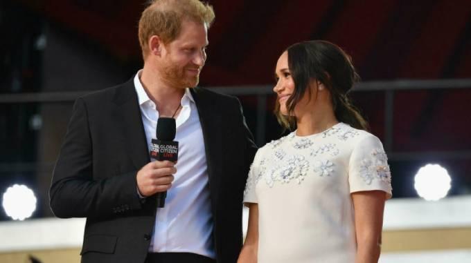 Harry, Meghan trên sân khấu Hòa nhạc Global Citizen Live hôm 25/9 ở New York. Ảnh: AFP